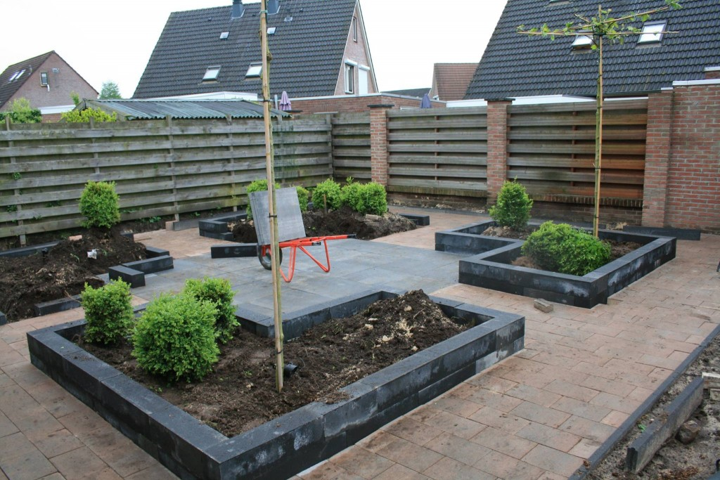 Kleine voortuin bestraten for Bestrating kleine tuin